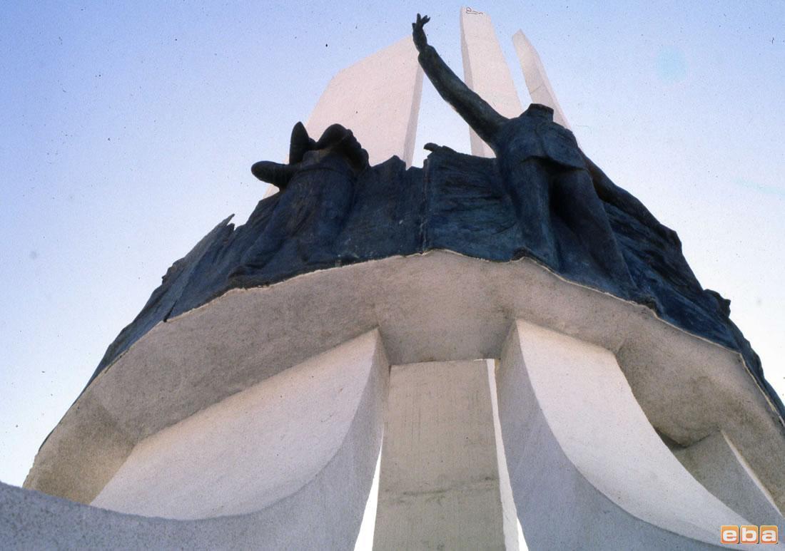 Atatürk, Annesi ve Kadın Hakları Anıtı 002