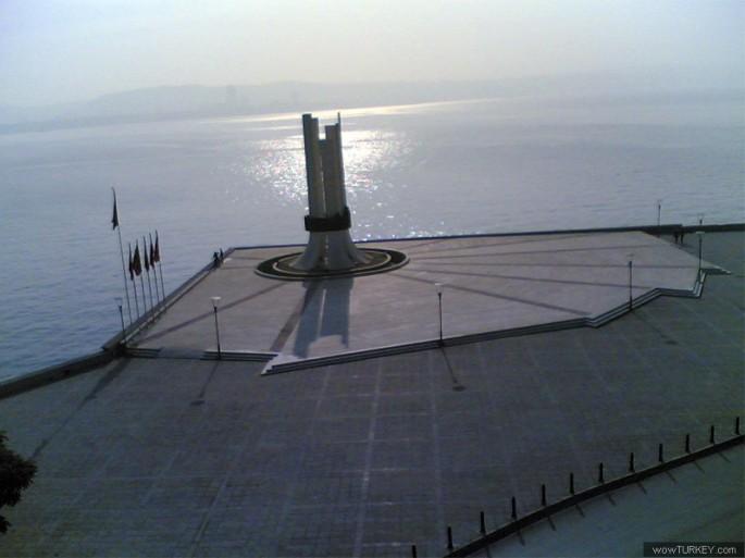 Atatürk, Annesi ve Kadın Hakları Anıtı 005