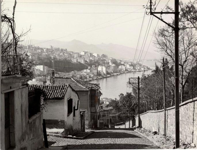 334. Sokaktan Tarihî Asansör ve civarı, Konak, İzmir, 1965, Fotoğraf Jane Laroche