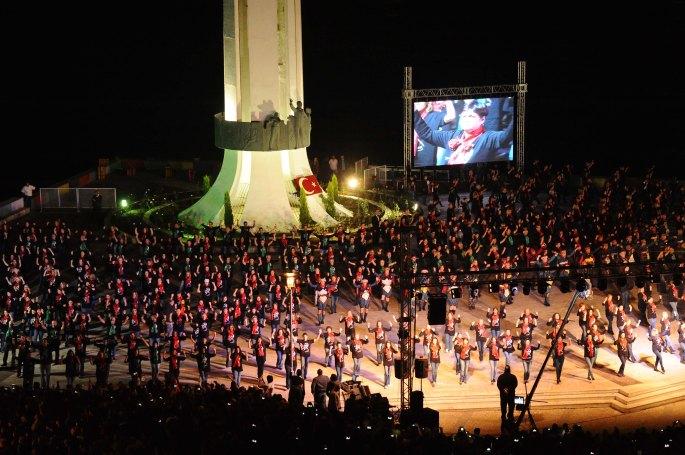 Atatürk, Annesi ve Kadın Hakları Anıtı 025