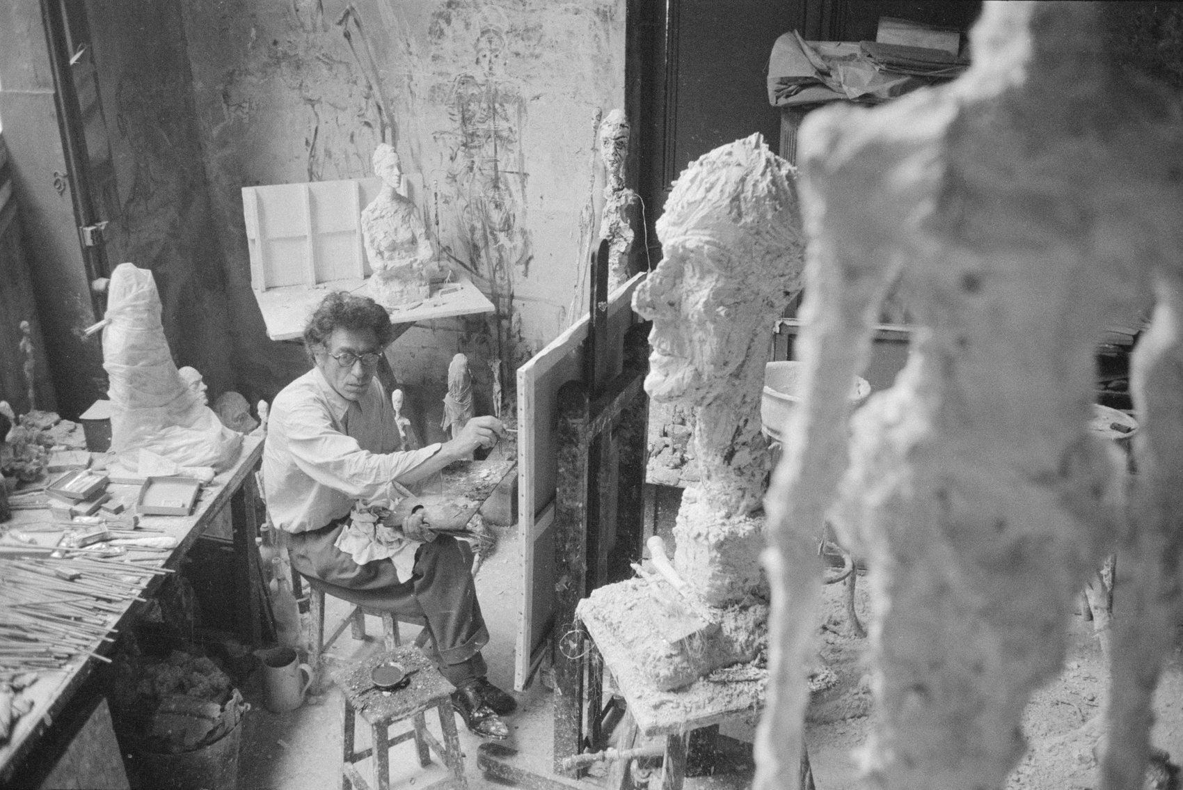 Alberto Giacometti Paris'tesi Atölyesinde (1958) 02